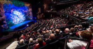 Teatrul si VR sursa virtualrealitypop.com
