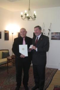 La primirea Crucii de merit în grad de Cavaler al Ordinului de merit al RFG